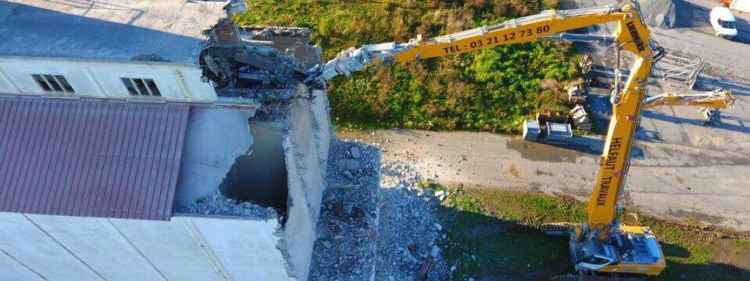 Démolition silos Unéal par l'entreprise de démolition Helfaut Travaux (pelle LIEBHERR) Nord Pas de calais